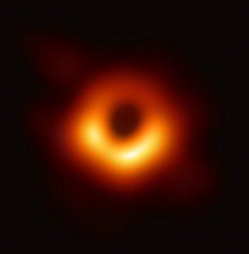 La prima foto fatta ad un buco nero